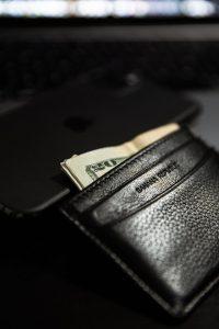 portefeuille en cuir ou portefeuille en aluminium